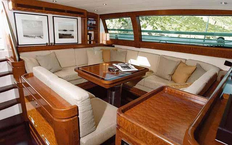 Grand Bleu Vintage - Crewed Yacht with Charter World